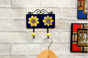 Blue Pottery Flower Printed Key and Cloth Hanger